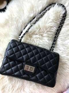 黑色手袋Black Handbag