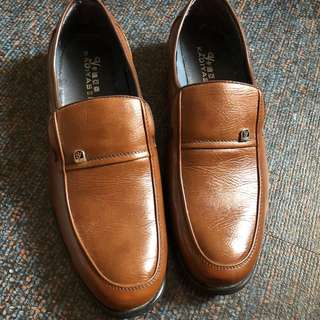 NEW brown leather shoes