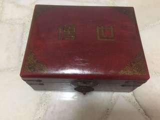 Peranakan jewelry box