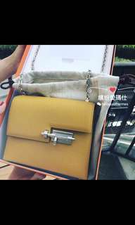 全新Hermes Verrou Chain 17cm 9D Jaune Ambre  高貴山羊皮配銀鍊 Full set with original receipt  Please inbox💌for more details❤️ Thanks😘