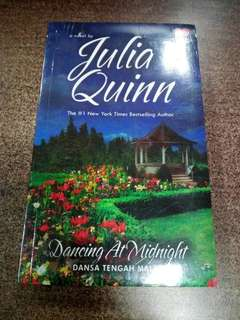 Dancing at Midnight - Dansa Tengah Malam by Julia Quinn