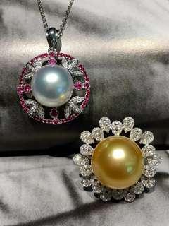 珠寶就是要賞心悅目,無論時光怎麼流轉,每一次戴在身上都讓你自信滿滿! 吊墜:澳洲白珠12.72M正圓細膩無暇 珠光巨好👍 18k鑽石➕紅寶石,紅寶石特別能增加女人味  戒指:南洋金珠15.6M正圓極品珠光 滑溜溜水潤潤 18k金滿滿鑽石鑲嵌