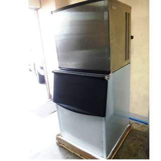 Ice Cube Maker 500kgs. Capacity for 24hrs.