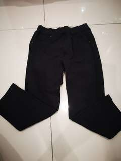 Uniqlo boy pants size 100cm (black)