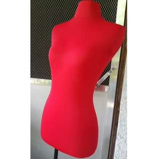 Female Dress Form (Mannequin)