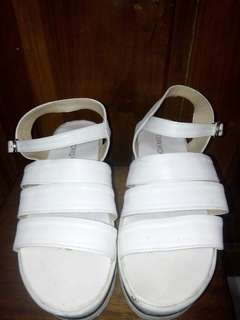 Sepatu sendal / plat form shoes / white shoes