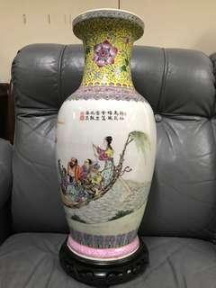 中式八仙過海粉彩舊工花瓶乾隆年制