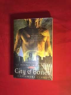 Novel inggris city of bones