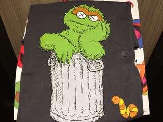 Uniqlo Kaws Sesame Street - Oscar tee (M)