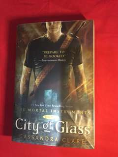 Novel inggris city of glass