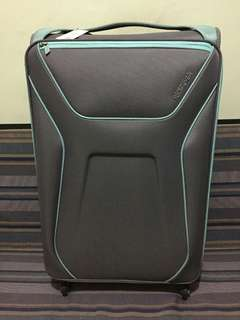 AUTHENTIC AMERICAN TOURISTER (AIR SHIELD )