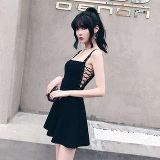 VM 暗黑系 性感氣質 超殺 顯瘦金屬氣孔側交叉綁帶設計 合身細肩吊帶裙 連身裙