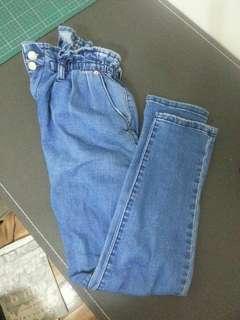 🚚 荷葉腰窄管牛仔褲