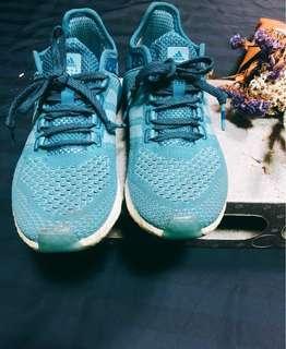 Adidas 女生運動鞋