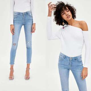 ZARA LOW RISE BODY CURVE RIPPED JEGGINGS