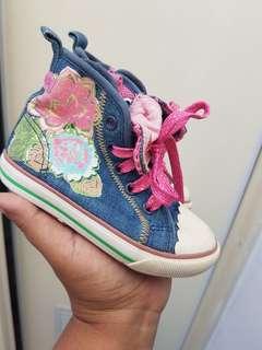 Sepatu anak bentton