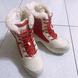 🚚 雪靴23.5 版型偏小建議大半號穿