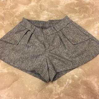 灰色寬鬆短褲