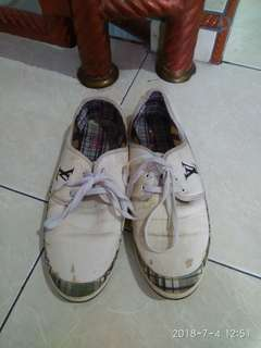Sepatu Lv
