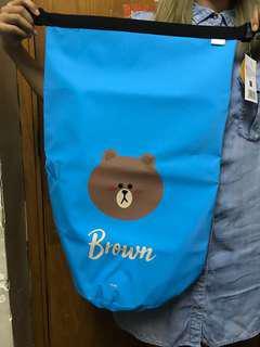 正版line brown熊大運動防水袋