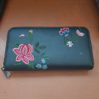 Stradivarius embroidery wallet