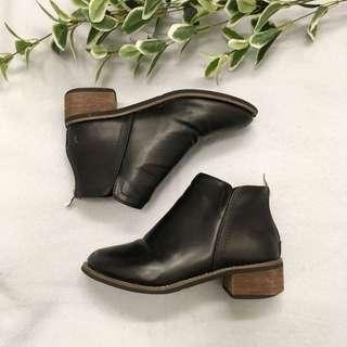 Faux leather boots - black