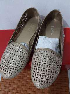 Fladeo gold flat shoes
