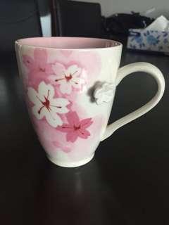 Many cheap Starbucks mugs!