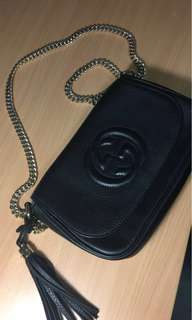 AUTHENTIC GUCCI SOHO black leather crossbody bag with gold chain strap