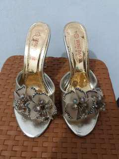 Sandal pesta gold