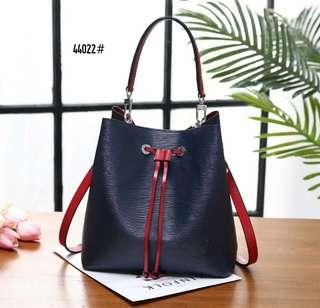 LV Louis Vuitton Neonoe Epi Leather Bag 44022#22  Bahan kulit (epi leather) Dalaman suede Kwalitas High Premium AAA Tas uk 25x16x25,5cm Berat dengan box 2 kg  Warna : -Dark Blue/Red Include Box LV Yellow  Harga @850rb