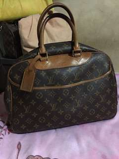Guaranteed authentic lv deanuville