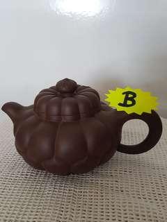 Yixing Zisha Teapot ( individually hand crafted by master)
