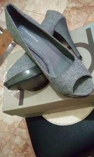 Primadonna peep toe pumps