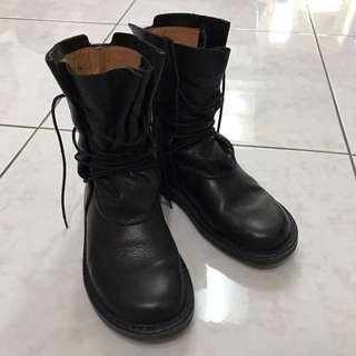 Trippen 經典短靴