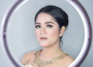 Make up by Desie Mega