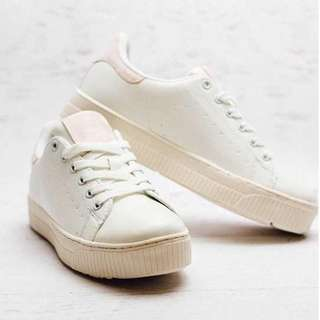 FREE SHIPPING LIPSTIK SNEAKERS SIZE 7(LIPSTIK IMAGINE)