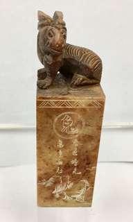 4吋(兔年)壽山石印章一件