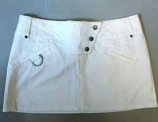 🚚 專櫃出清🏁🚘班尼頓(純白)低腰短裙