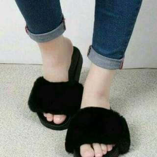 Sandal wanita slop bulu hitam