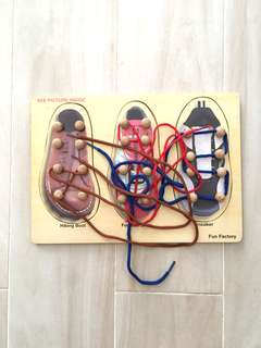 Threading shoelaces puzzle