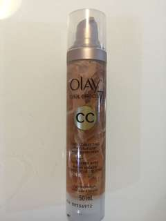 (Swatched) Olay Total Effects 7 CC cream tone correcting moisturizer with sunscreen SPF15 light to medium 50ml