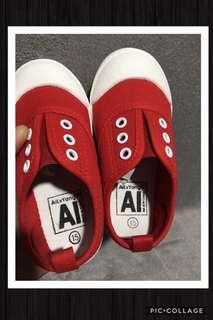 🚚 🦄全新小童鞋✨只有1雙 15cm 版型偏小1號 正紅 💯休閒帆布鞋‼ 男女童適合👍
