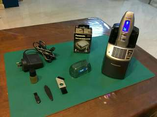 Offer! Rarely used Panasonic Wet / Dry electric self cleaning shaver & accessories. Text for quick deal!
