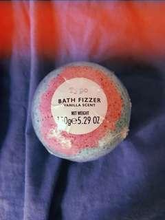 Typo vanilla scent rainbow 🌈 bath 🛀 bomb/fizzer