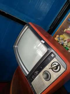 Tv merah.. retro .. antik