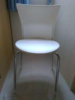 Kursi Putih
