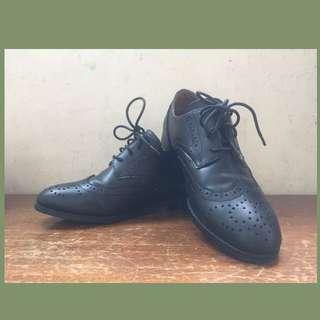 🚚 牛津雕花小尖頭皮鞋