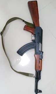 Wargame AK47 真木柄,金屬身(已經不知什麼牌子,不知是否可發射,作收藏為佳)