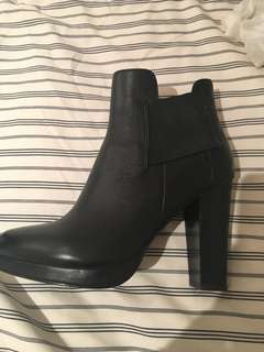 Oxford heeled boots never used